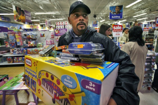 black-people-shopping-600x399